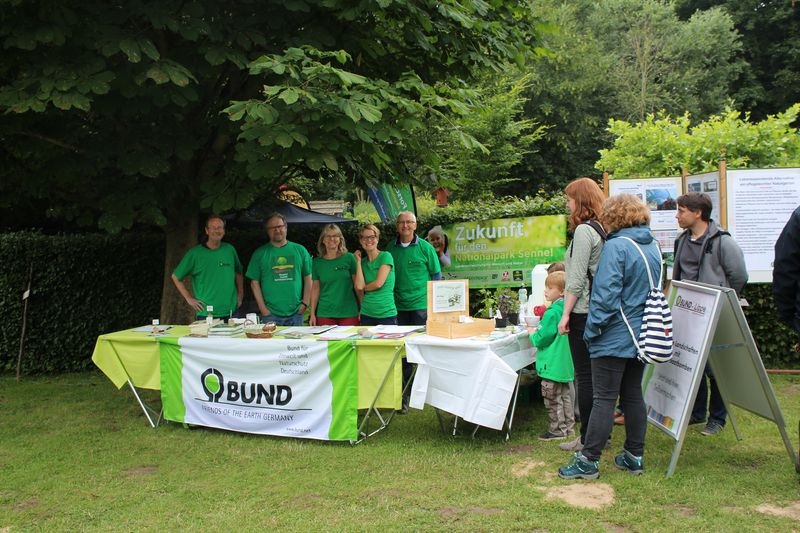 BUND Kreisgruppe Lippe beim Umwelttag in der Heerser Mühle.