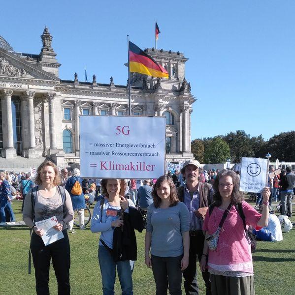 Mitglieder der 5G-Initiative Lippe bei Demo in Berlin